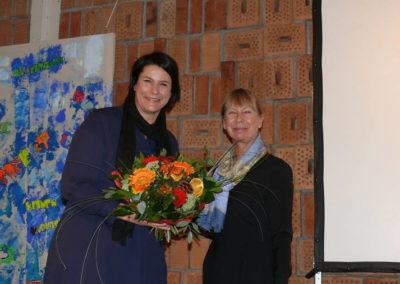 Frau Schulamtsdirektorin Brittinger beglückwünschte Frau Fix